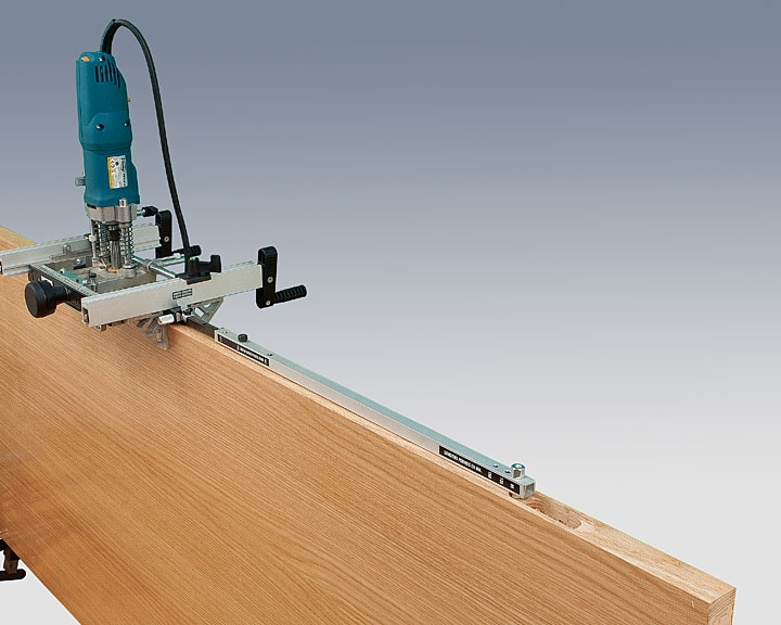 To make other recesses both on frames and doors it is not necessary to readjust the machine.